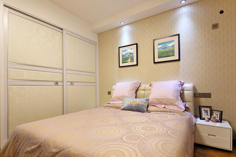 主卧室的整体衣柜,开始为客户选用的是白枫生态板